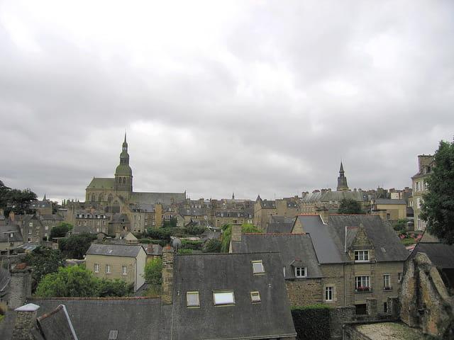 Vue des toits depuis les remparts (5)