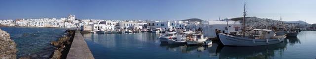 Vue du port de Naoussa