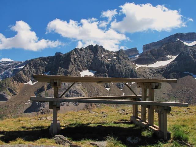 Vue panoramique des massifs pyrénéens.