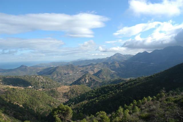 Vue panoramique sur les montagnes de Larhat,Gouraya et Aghbal