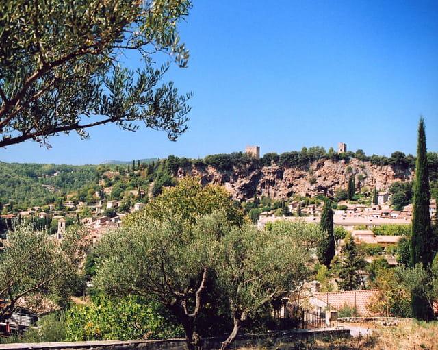 Vue sur Cotignac