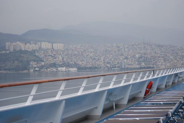 vue sur Izmir par un matin brumeux de janvier