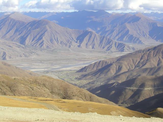 Vue sur la vallée du brahmapoutre