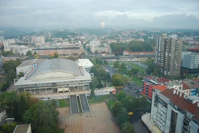 vue sur la ville de Zagreb du haut de l'hôtel Shératon