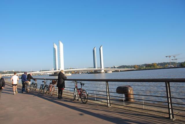 vue sur le pont levant Chaban Delmas