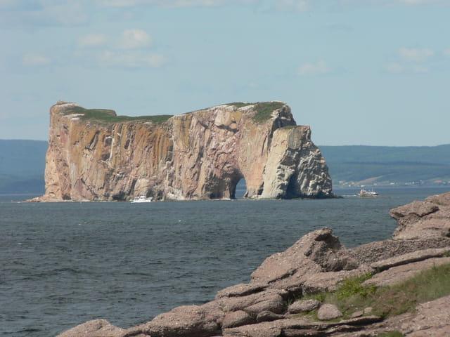 Vue sur le rocher percé