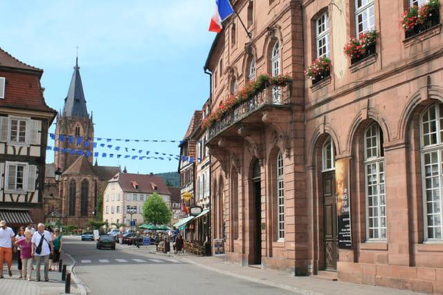 Wissembourg - Eglise Sts Pierre et Paul & l'Hôtel de Ville