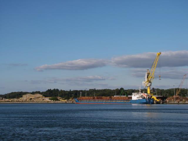 Zone portuaire de Bayonne.
