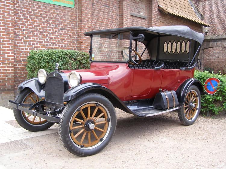 superbe ancienne voiture d capotable par helena duhoo sur l 39 internaute. Black Bedroom Furniture Sets. Home Design Ideas