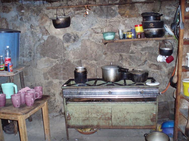 cuisine rustique par veronique gazeau sur l 39 internaute. Black Bedroom Furniture Sets. Home Design Ideas