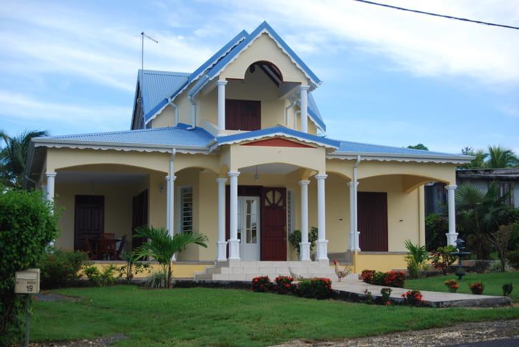 Belle maison de grande terre par genevieve lapoux sur l for Image de maisons
