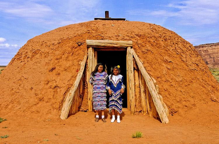 Le hogan habitation traditionnelle des navajos par alice for Les habitations dans le monde