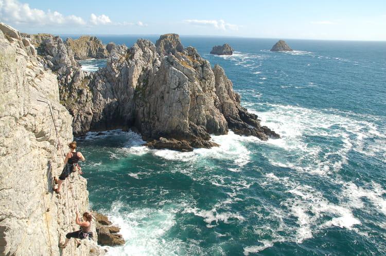 Escalade au pen hir par erick de belval sur l 39 internaute - Office du tourisme de camaret sur mer ...