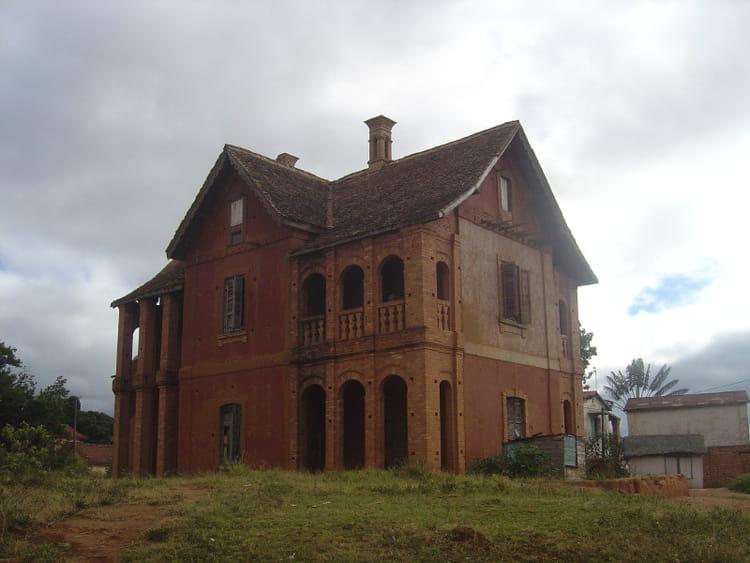Trano gasy de lazaina par mamy rabarijaona sur l 39 internaute for Maison traditionnelle malgache
