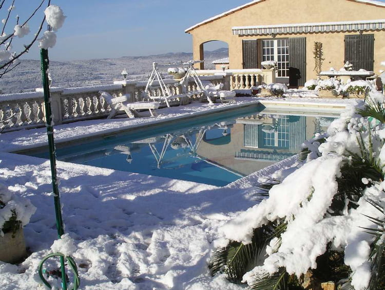 une piscine originale par jean charles tirinnanzi sur l 39 internaute. Black Bedroom Furniture Sets. Home Design Ideas