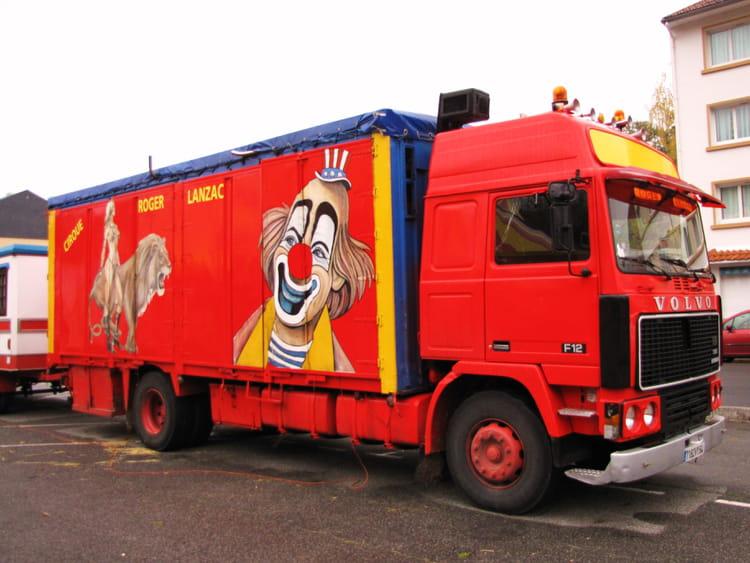 camions de cirque par jean marc puech sur l 39 internaute. Black Bedroom Furniture Sets. Home Design Ideas
