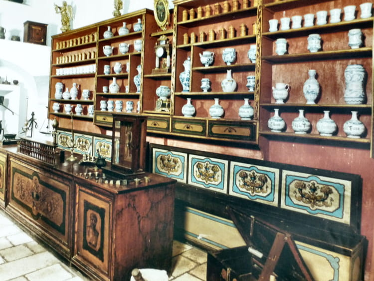 ancienne pharmacie par sur l 39 internaute. Black Bedroom Furniture Sets. Home Design Ideas