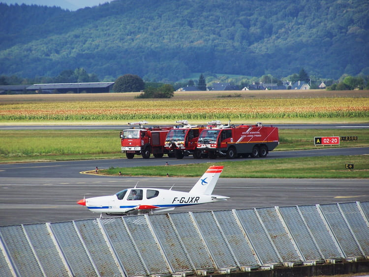 avion de ligne pompiers a roport de tarbes lourdes par jean marc puech sur l 39 internaute. Black Bedroom Furniture Sets. Home Design Ideas