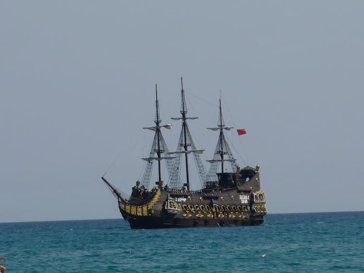 Bateau pirates par francoise simon gharbi sur l 39 internaute - Image bateau pirate ...
