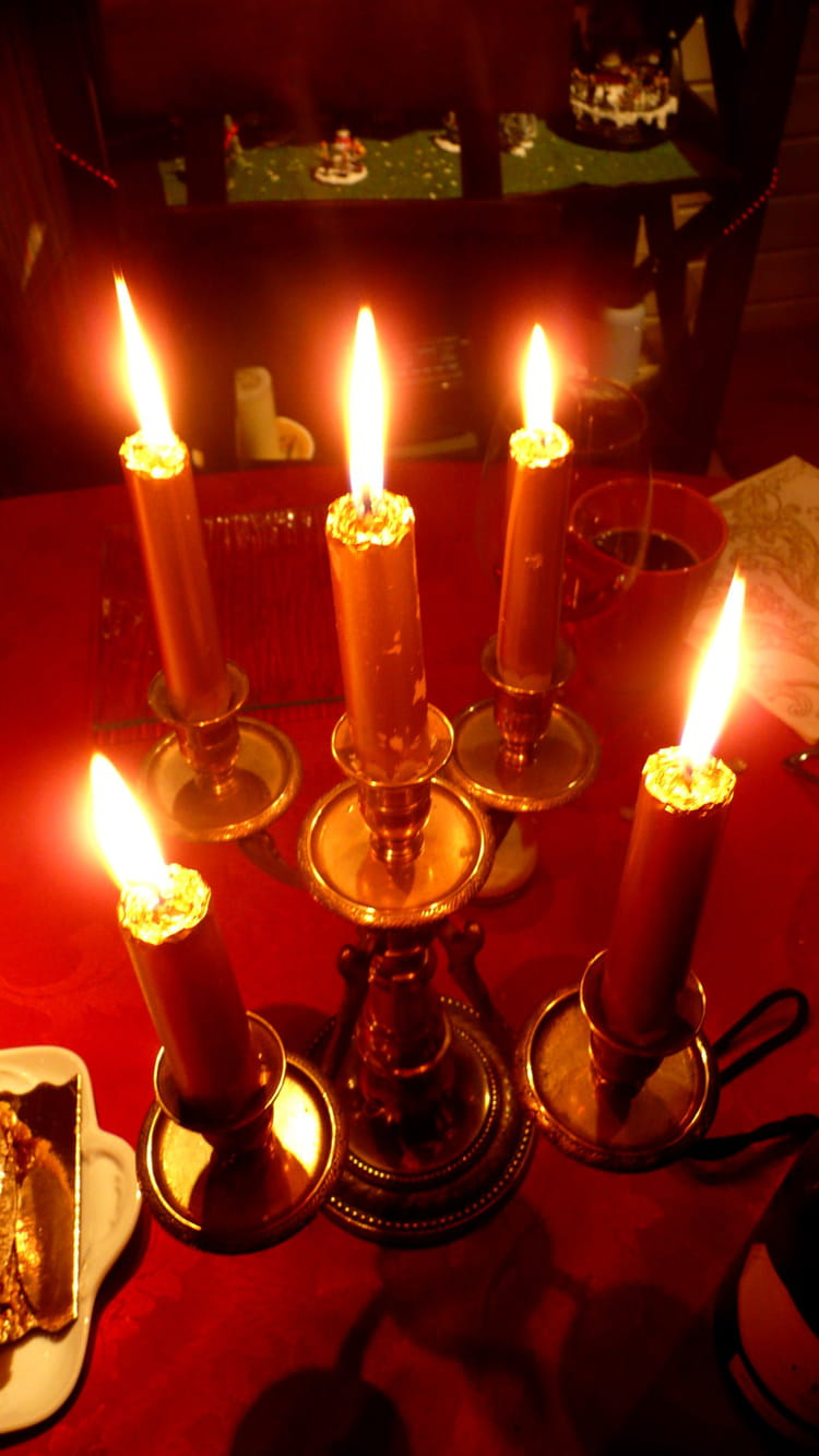 bougies de no l par caroline vaillant trinidad sur l 39 internaute. Black Bedroom Furniture Sets. Home Design Ideas