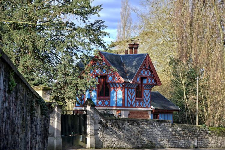 c est une maison bleue accroch 233 e 224 la colline par raymond renaut sur l internaute