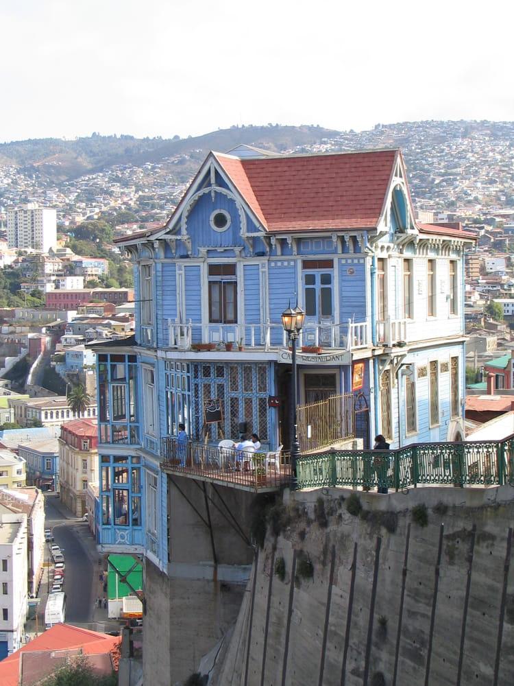 c est une maison bleue par christine legot sur l internaute