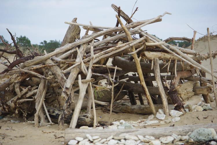 Cabane en bois flott par yves cotrel sur l 39 internaute for Destockage cabane en bois