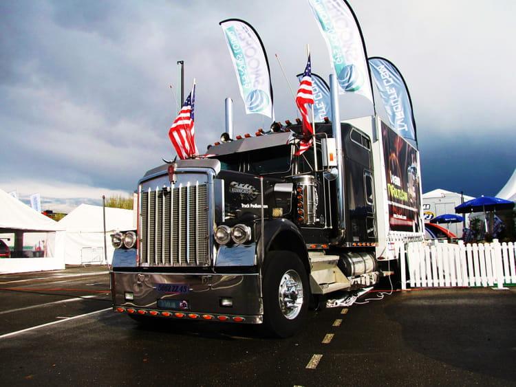 Camion am ricain nogaro par jean marc puech sur l 39 internaute for Camion americain interieur cabine