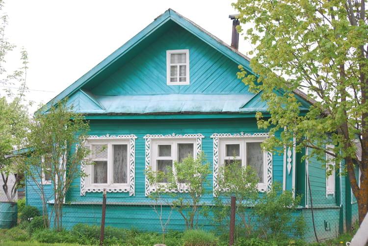 chalet d 39 un village de la campagne russe par genevieve lapoux sur l 39 internaute. Black Bedroom Furniture Sets. Home Design Ideas