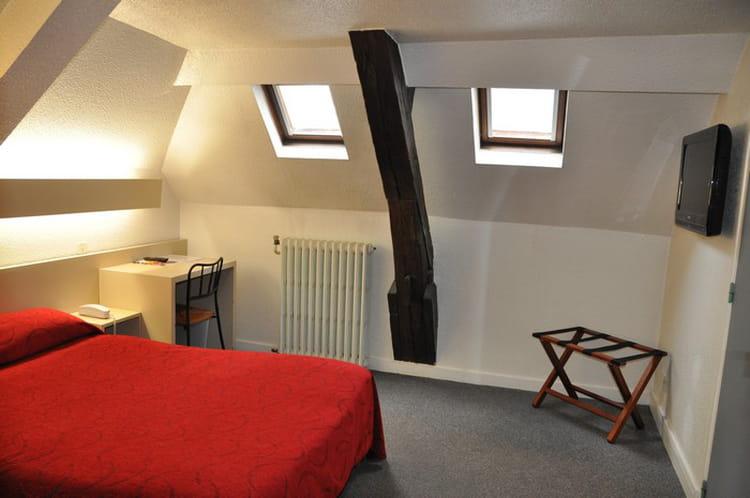 Chambre avec poutre apparente l 39 hotel de la gare nantes - Chambre avec poutre ...