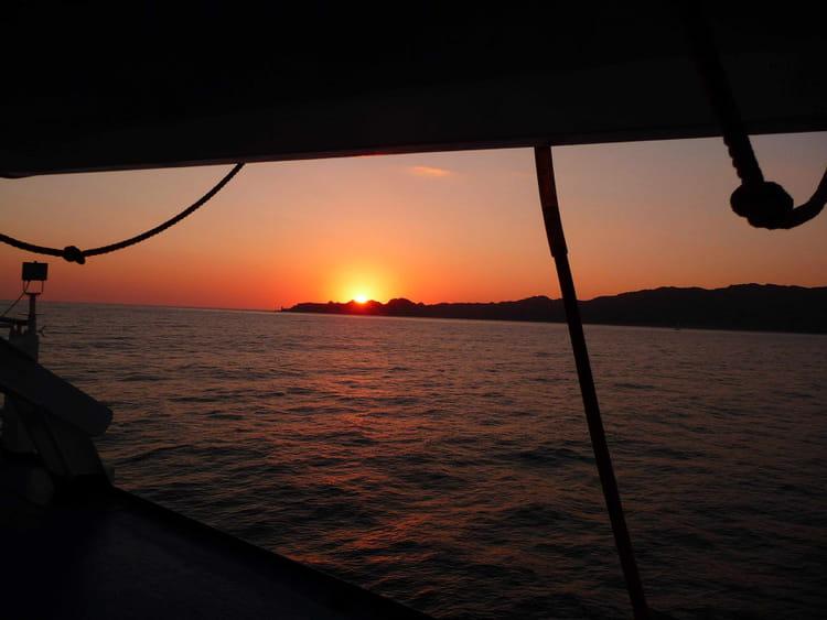 Coucher de soleil en mer entre corse et sardaigne par william tremblet sur l 39 internaute - Coucher de soleil en mer ...