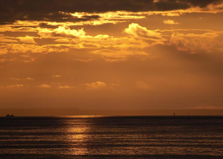 Le footing sur la plage au coucher du soleil memes - Fond ecran coucher de soleil sur la mer ...