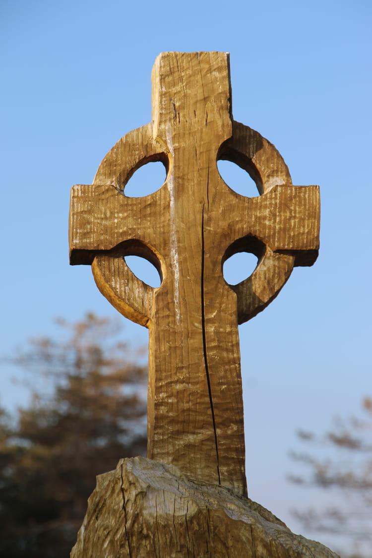 croix celtique en bois par luc grasset sur l 39 internaute. Black Bedroom Furniture Sets. Home Design Ideas