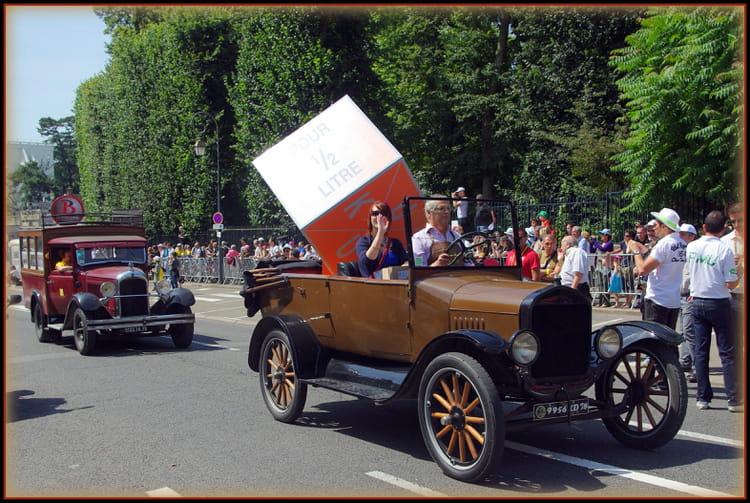D fil de vieille voiture avant le tour de france 2012 par - Image de vieille voiture ...