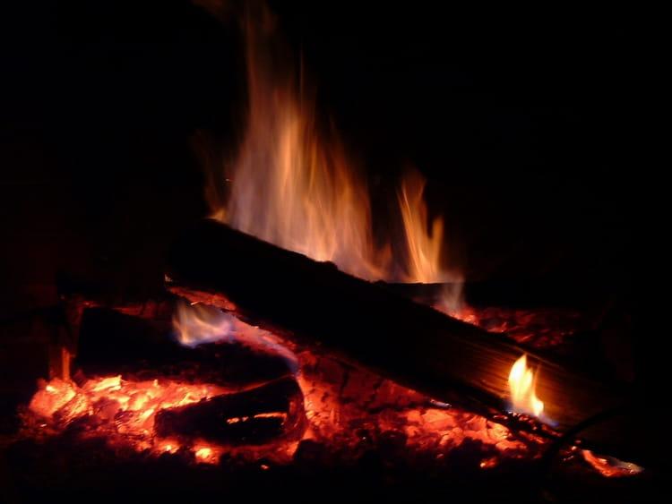 Feu de bois par marie minoza sur l 39 internaute - Trepied pour feu de bois ...