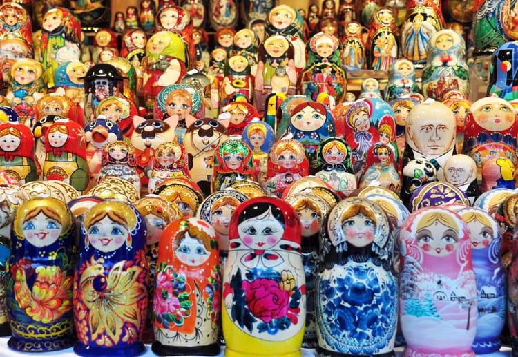 Histoire des poupées russes Foule-de-poupees-russes-1158552189-1645265
