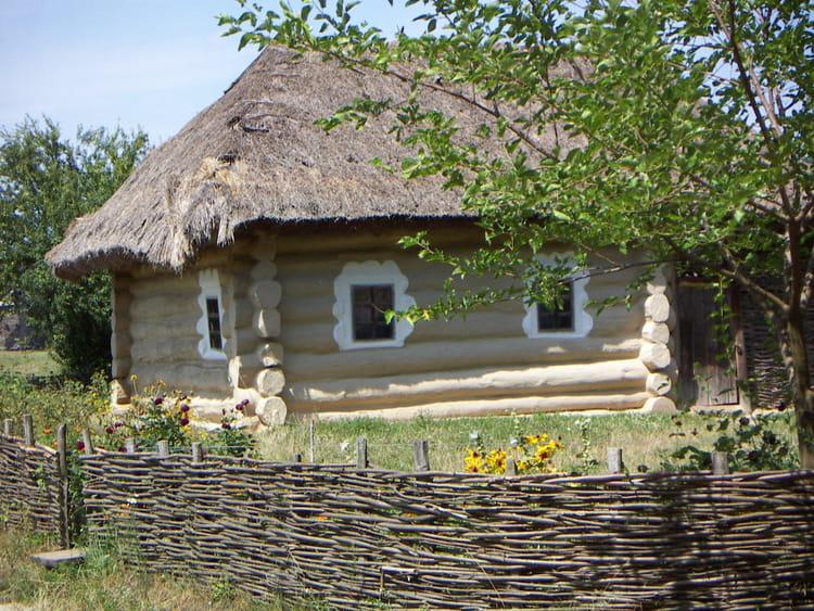 habitat d 39 autrefois en ukraine par yves blandeau sur l 39 internaute. Black Bedroom Furniture Sets. Home Design Ideas