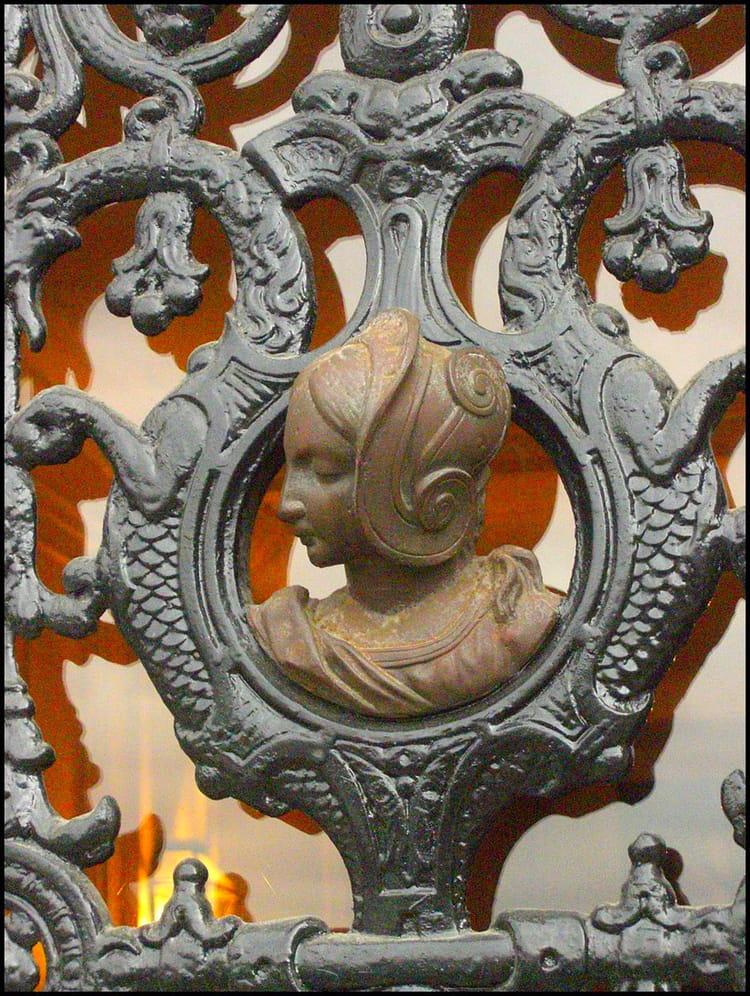 H lo se d tail de porte en fer forg par yvette gogue for Fer forge au detail