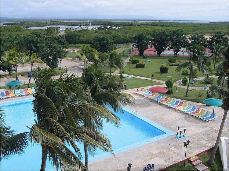 jardin et piscine trinidad par jean pierre marro sur l 39 internaute. Black Bedroom Furniture Sets. Home Design Ideas