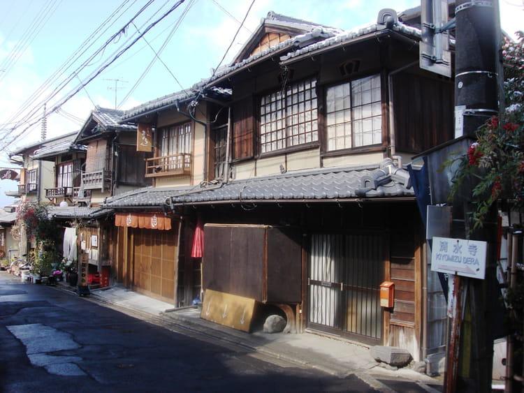 kyoto maisons de bois du quartier de gion par fabienne