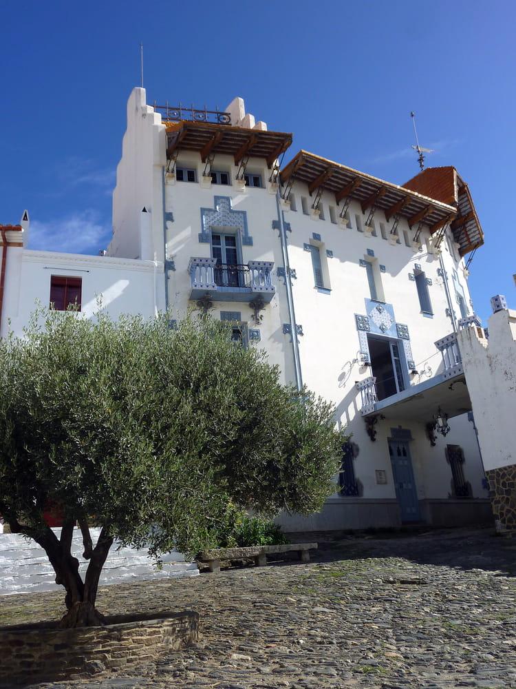 La maison bleue de cadaqu s en catalogne pays de s dali par christian fischer sur l 39 internaute - Maison s par domenack arquitectos ...