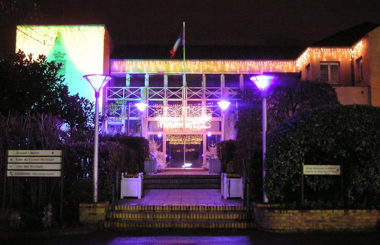 La mairie du pecq en d cembre 2007 par g rard robert sur l for Piscine le pecq