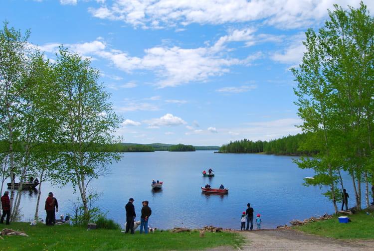 Les lacs karelii pour la pêche