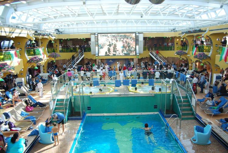 La piscine du costa s r na par genevieve lapoux sur l - Costa luminosa piscine ...