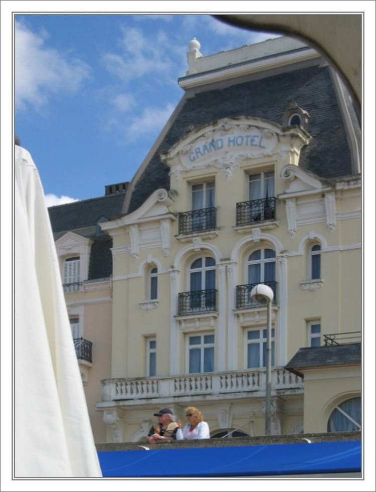 le grand hotel de cabourg par jean pierre tolomio sur l 39 internaute. Black Bedroom Furniture Sets. Home Design Ideas