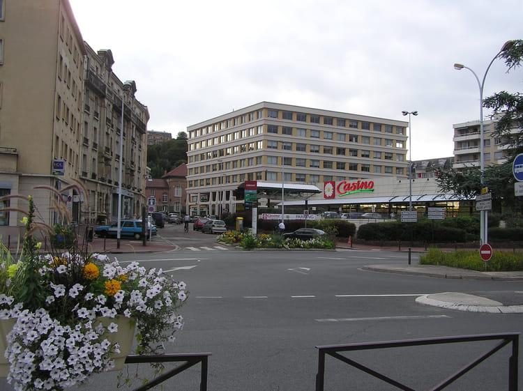 Le pecq centre ville par g rard robert sur l 39 internaute for Piscine le pecq