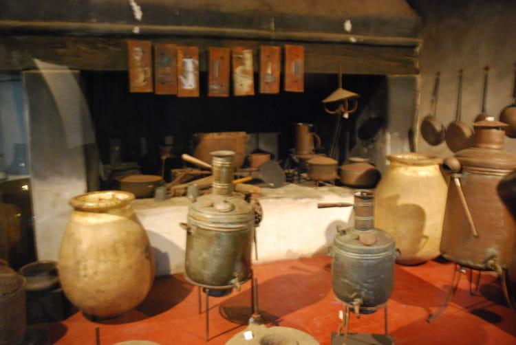 Les ustensiles de cuisine d 39 autrefois par genevieve lapoux for Ustensiles de cuisine grenoble