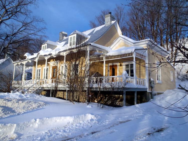 Maison canadienne de l 39 ile d 39 orl ans par christine sanchis for Maison des entreprises orleans