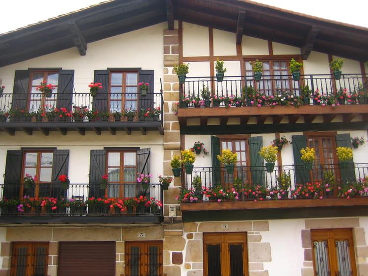 Maisons basques par jean pierre maillard sur l 39 internaute for Photos maison basque