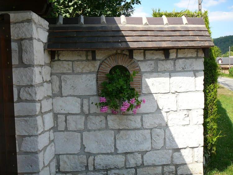 mur fleuri d 39 un g ranium par jacqueline dubois sur l. Black Bedroom Furniture Sets. Home Design Ideas